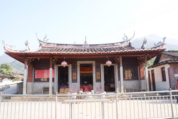 """建筑独特,是中国南方古代优秀砖,石,木结构建筑之瑰宝,具有""""肥梁粗柱"""""""
